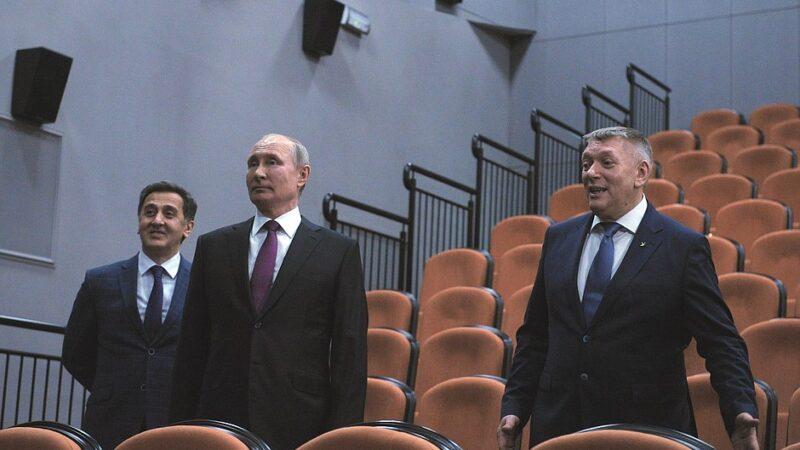 Президент Владимир Путин посетил Детский музыкальный театр юного актёра