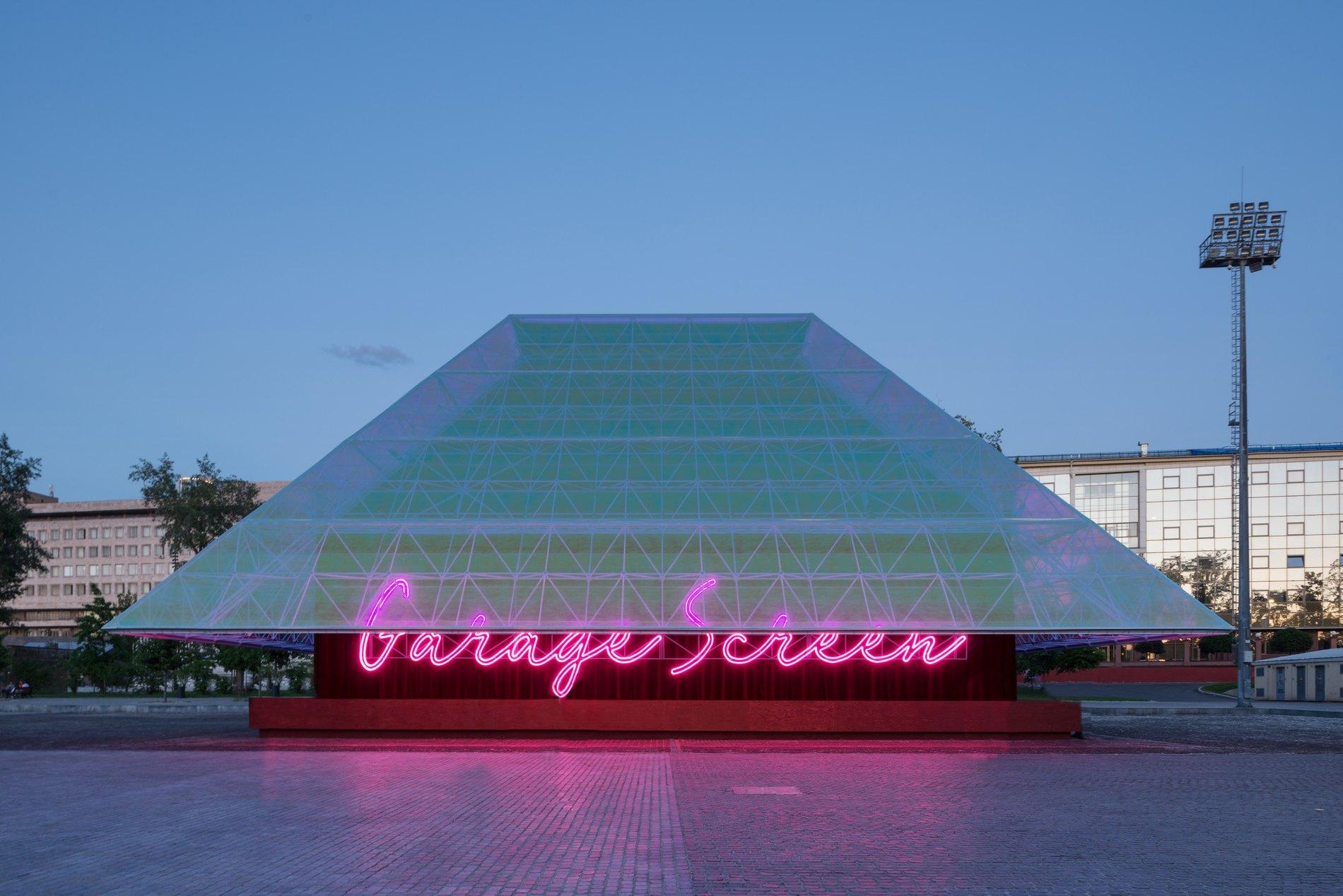 Летний кинотеатр музея «Гараж» показывает фильмы в рамках рубрики «Серебряные копии»