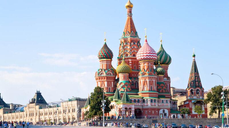 В Шереметьево открылась выставка к 460-летию Храма Василия Блаженного
